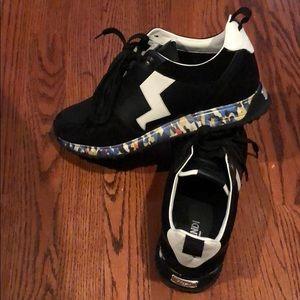 Men's Fendi Roma Sneakers (pristine condition)